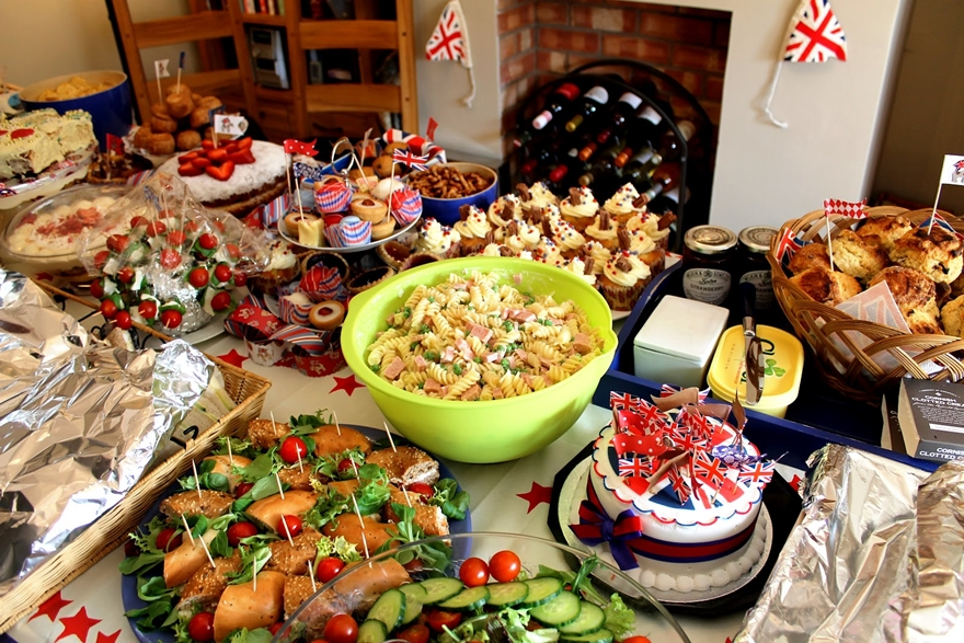 retro-party-food-jubilee-spam-salad