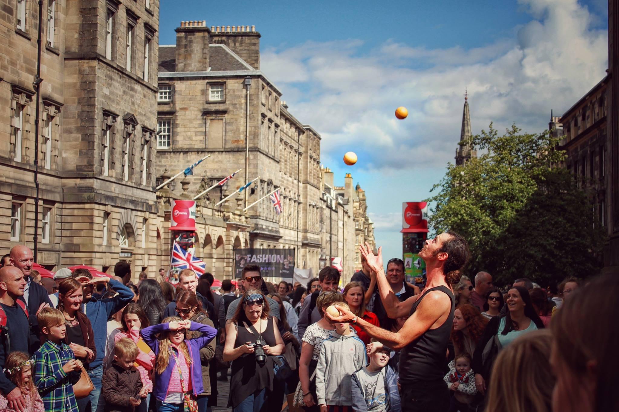 【遊活動】融合英倫風情與草根精神的英國「愛丁堡國際藝穗節」