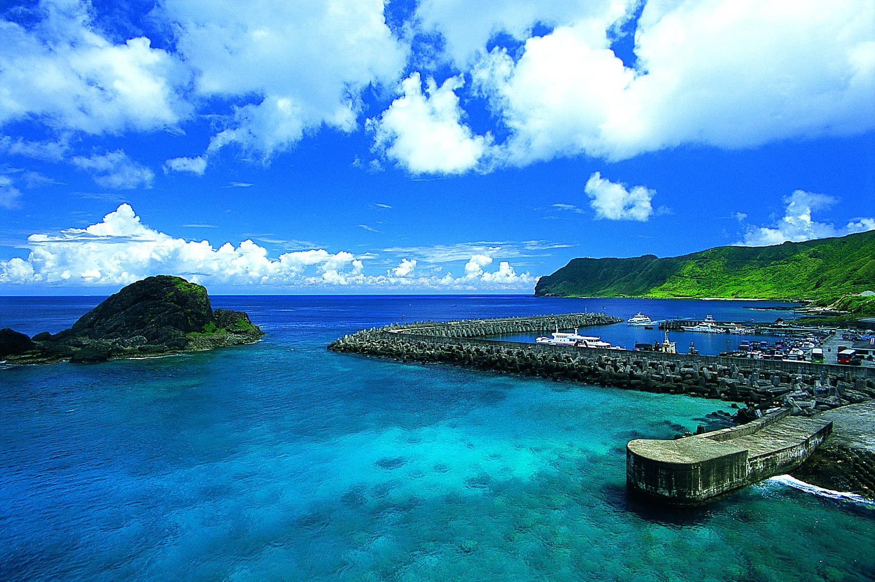 佇立海上的古老蘭色島嶼 ???????????? 達悟族的11個蘭嶼秘境!