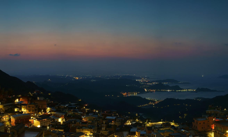 【台北微旅行】幾度夕陽紅 山城依舊在 ???? 越夜越美麗的九份山城 — 最佳觀夕景點