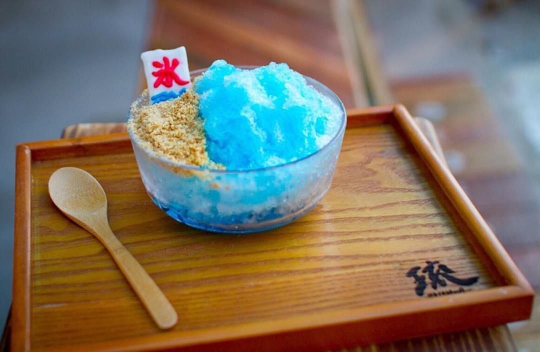 人氣爆表!每日限量|台灣日式冰店【琉 かき氷】讓你 一秒掉進幸福的沖繩藍色冰炫風!