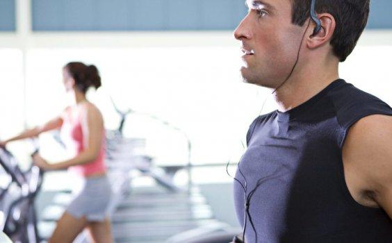 【運動大哉問】運動能抗憂、治病、學外語?白天還是晚上運動最有效?