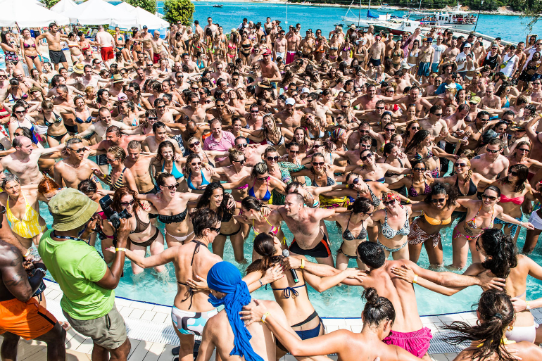 這個夏天,我只想要清涼一夏!歡沁泳池派對帶你狂HIGH豔陽天!