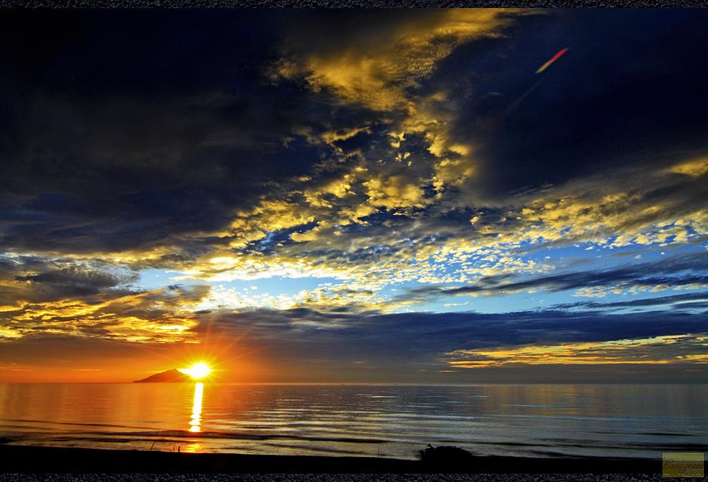 龜山朝日 • 雄鷹之眼 • 藍色新月 — 宜蘭絕美日出你看過幾個?