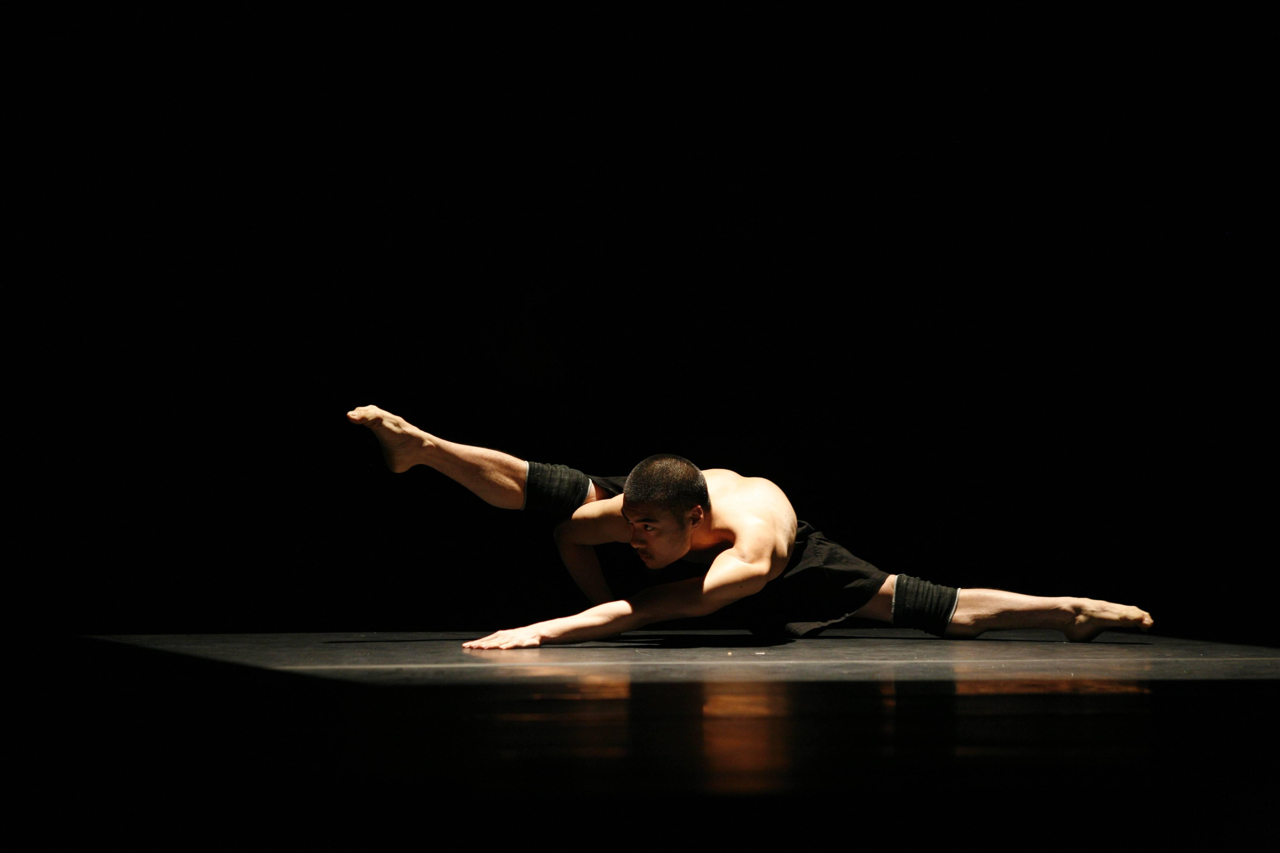 踏出現代舞的自由步伐????,清點台灣知名現代舞團(雲門舞集❌許芳宜&藝術家)