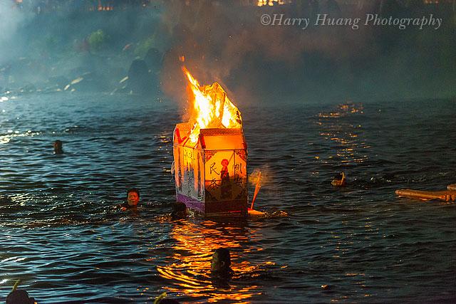 【台灣民俗盛事】農曆七月「基隆中元祭」放水燈、普渡大解密!