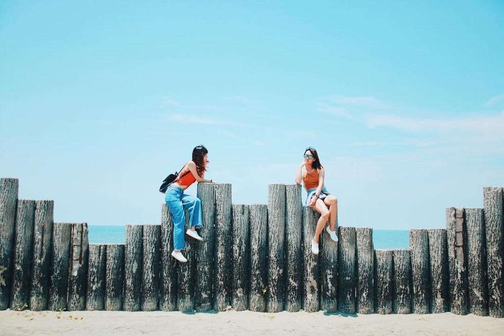 來張「芒草意境照」彰化「肉粽角海灘」IG爆紅中!
