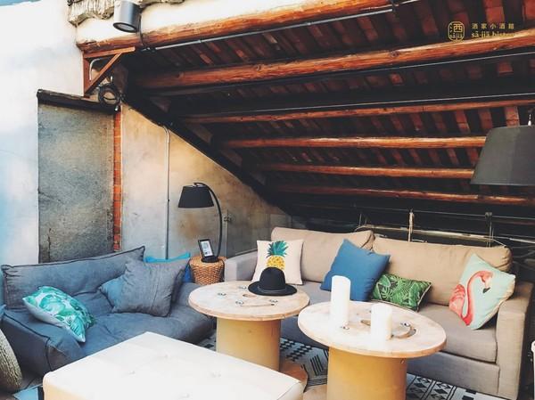 【聖誕小聚】閣樓沙發、透天屋頂。發現台北都市叢林中的「閣樓酒館」!